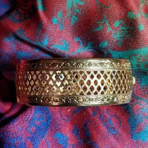 Vintage criss cross bracelet gold tone bangle